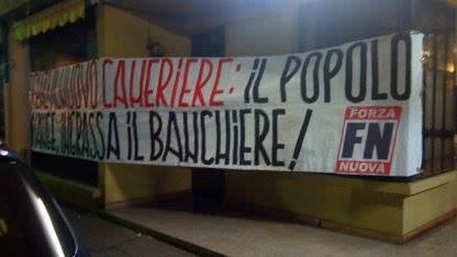 """""""Renzi il nuovo cameriere"""", striscione di Forza Nuova alla sede del Pd di Viareggio"""