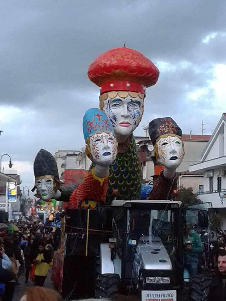 In provincia di Salerno due carri ispirati a quelli del Carnevale di Viareggio