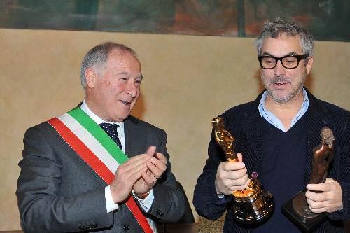 Tutti vogliono Cuarón. Tv, radio e stampa alla ricerca del Premio Oscar