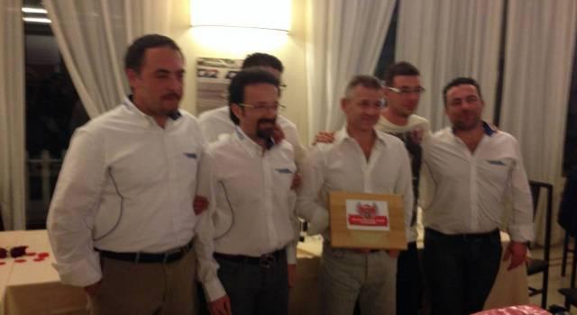 Camaiore Motorsport consegna una targa a Nicola Larini