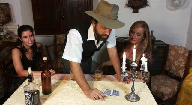 """Teatro pieno per la prima di """"Welcome to Elderstorm"""", film made in Versilia"""