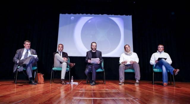 Elezioni Massarosa. Teatro pieno per il confronto pubblico tra candidati. La sintesi e le foto della serata