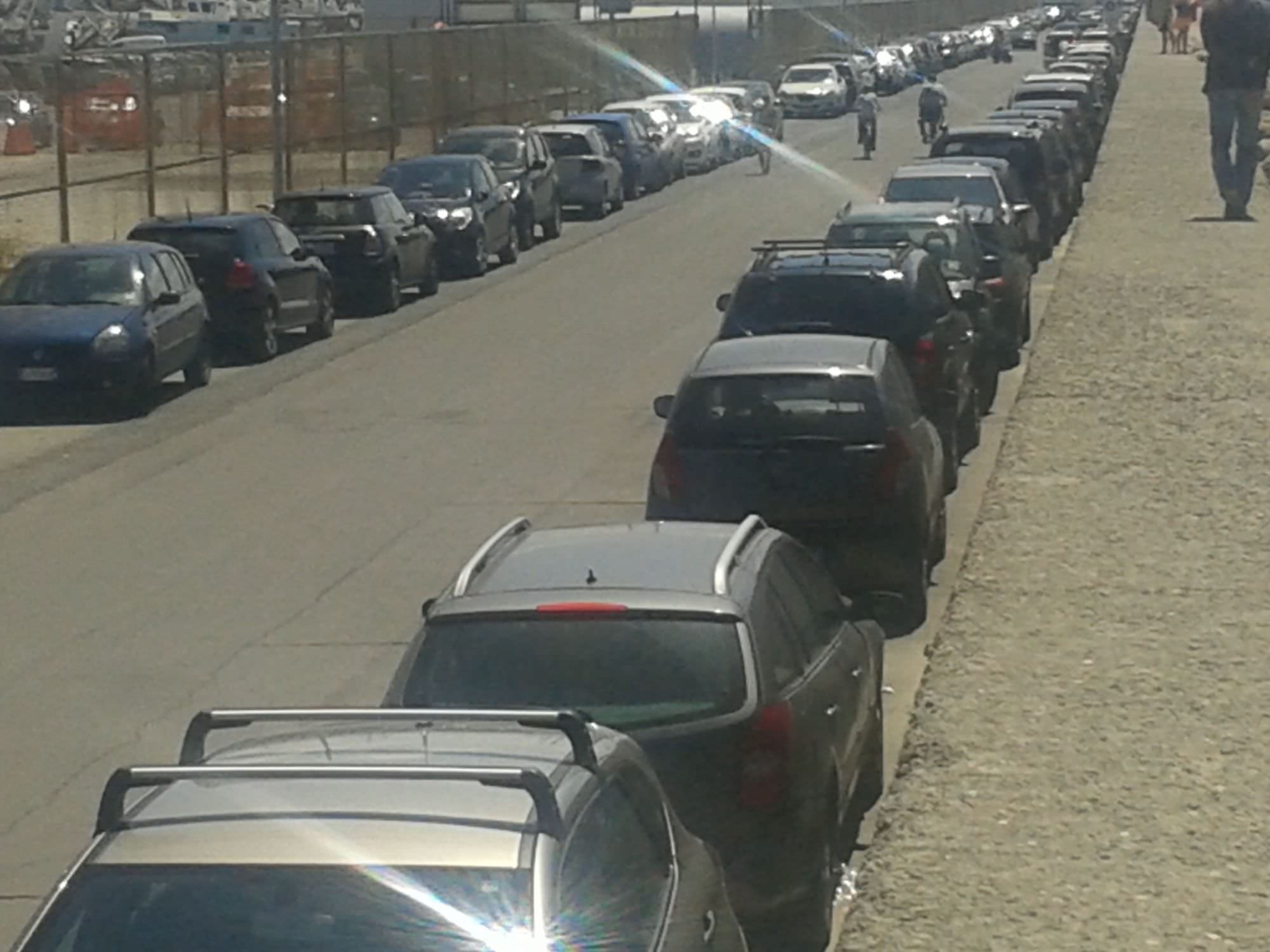 Auto danneggiate in pieno giorno lungo la diga foranea in Darsena