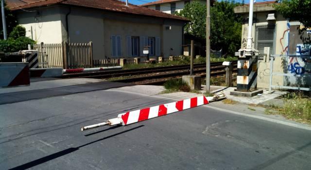 """""""No alla chiusura del passaggio a livello di via Comparini: si uccidono i negozi della zona"""""""
