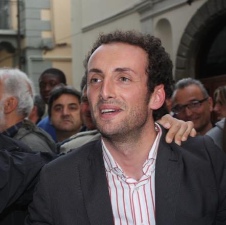 """""""Hanno minacciato di morte me, la mia famiglia e gli amici più cari"""". Confessione shock del sindaco di Camaiore"""