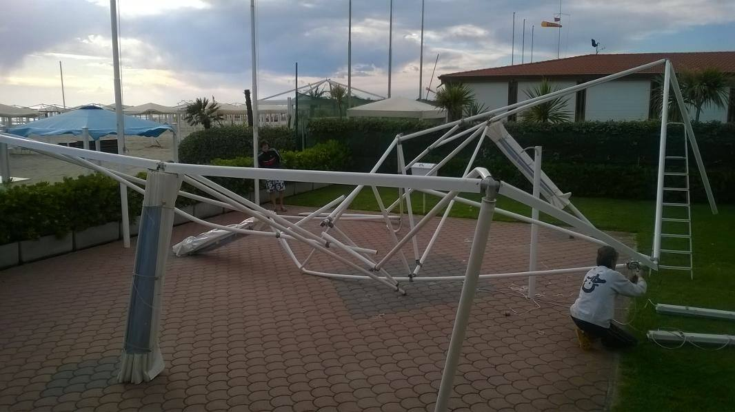 Tromba d'aria su Viareggio. Danni agli stabilimenti balneari