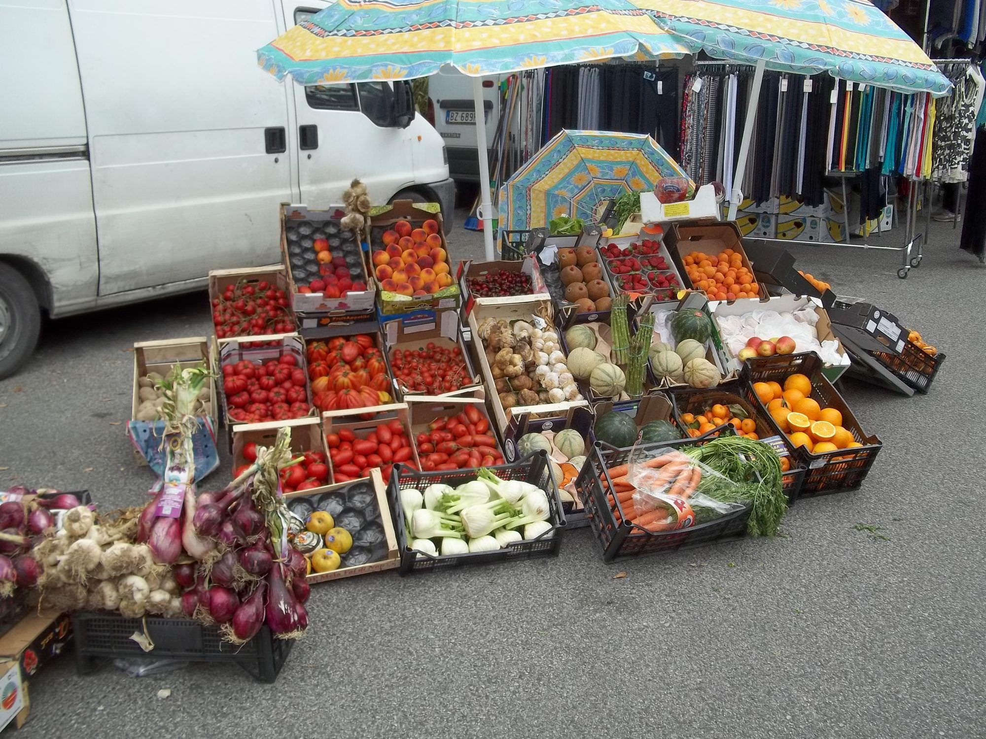 Vendeva frutta e verdura senza esporre i prezzi