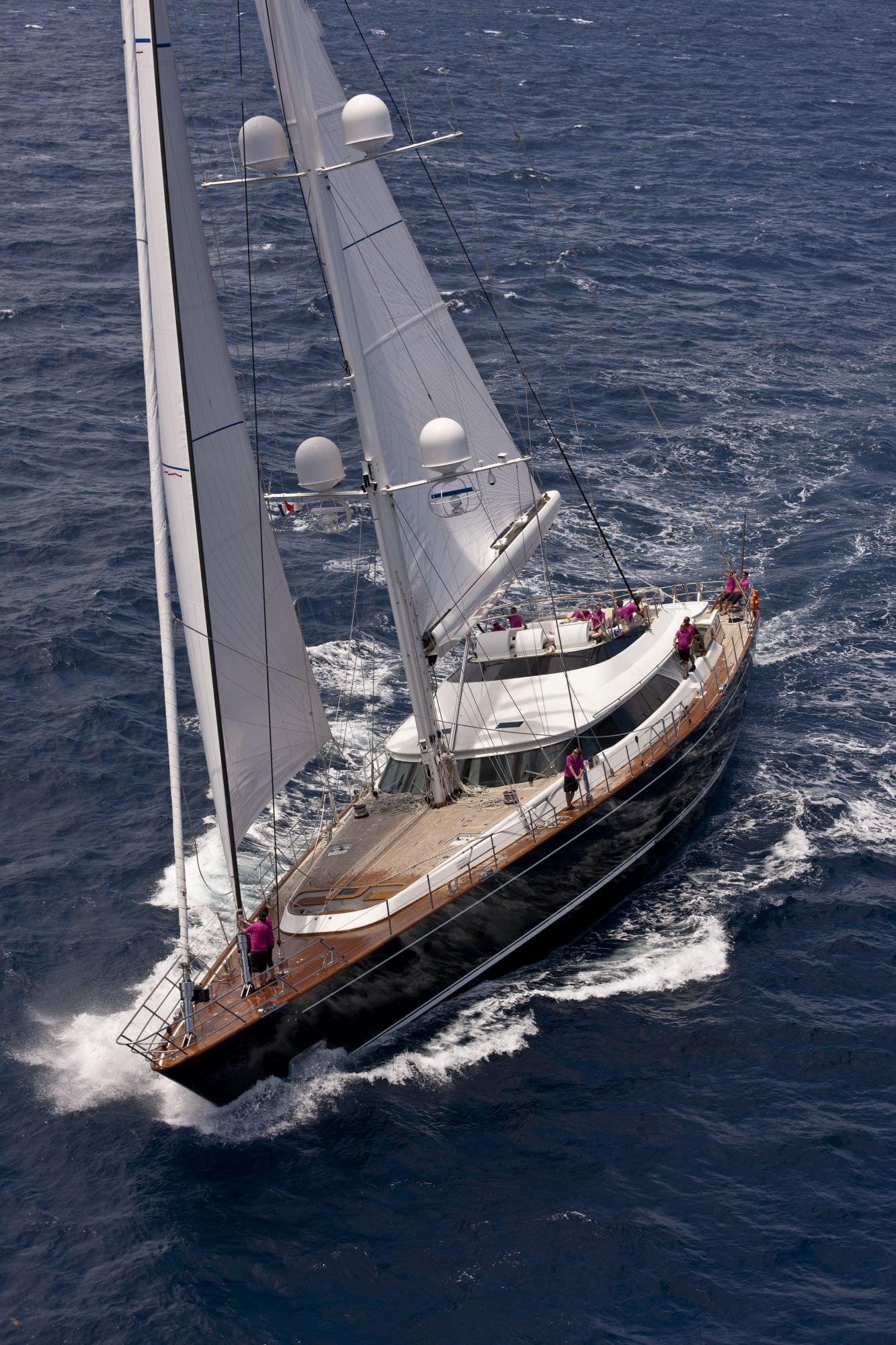 Perini Navi debutta a Cannes presentando uno sloop di 38 metri