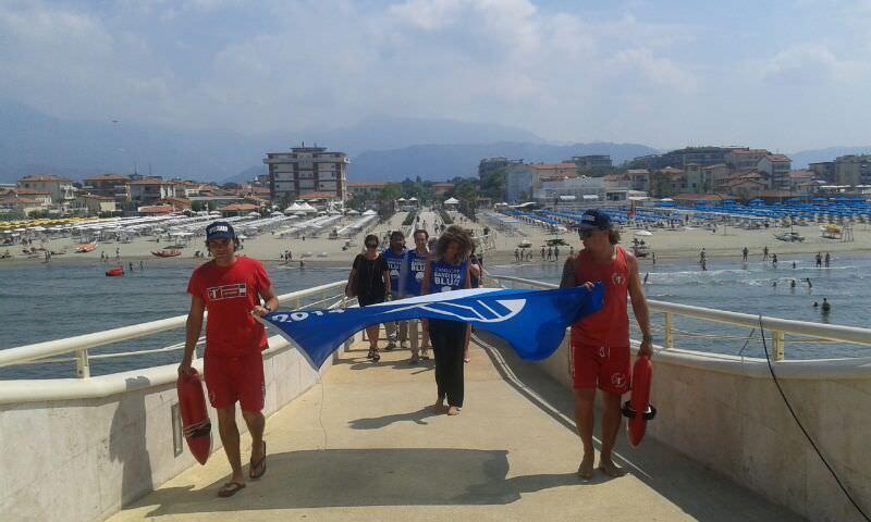 Consegnata la bandiera blu a Lido di Camaiore