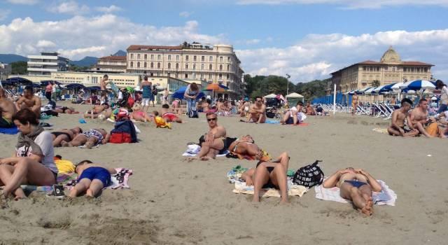 Bagnanti fai-da-te invadono il tratto di spiaggia sequestrata davanti al Principe di Piemonte