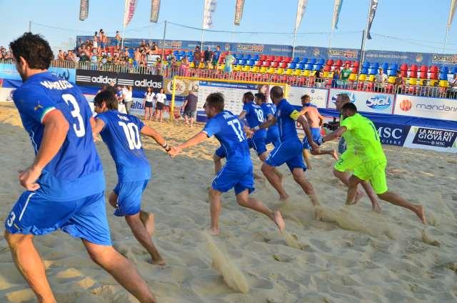 Beach soccer, Italia no limits. Marrucci è il giustiziere della Russia