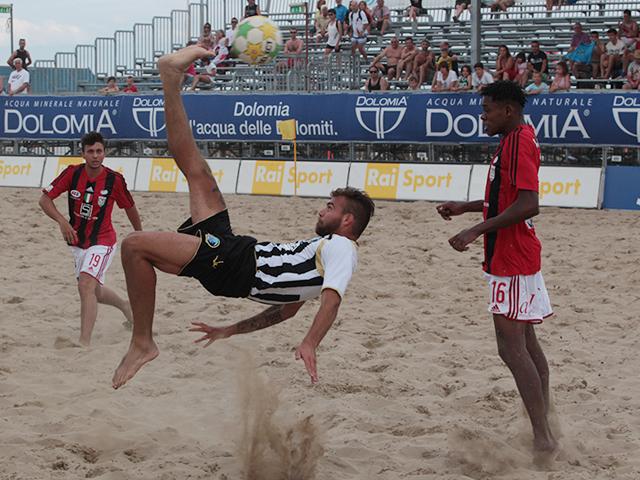Beach soccer: Viareggio, zero feeling coi rigori. Il big match lo vince Milano