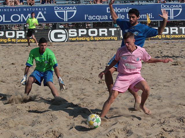 Beach soccer, il Viareggio fa sul serio. Anxur liquidato grazie ai tre tenori