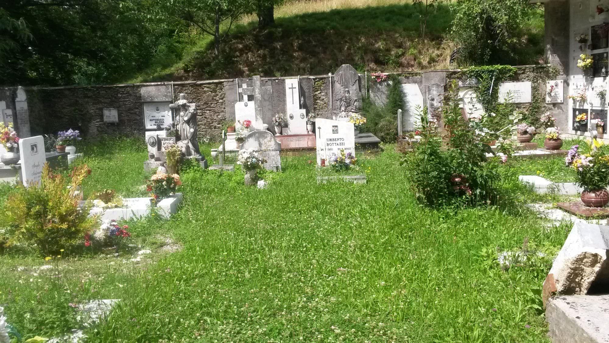 """""""Quando avete intenzione di restituire dignità ai cimiteri delle frazioni?"""""""