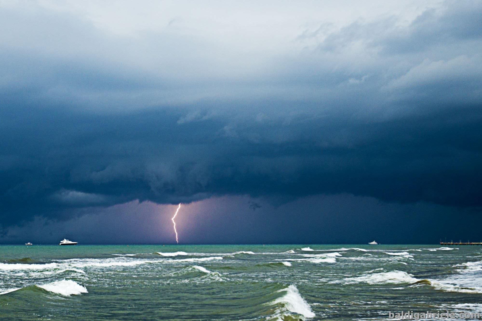 Pioggia e forti temporali, nuova allerta meteo con codice arancione