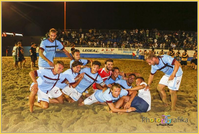 """Il Gimes-Tandem Bar si aggiudica il """"Valenti"""" in un Beach Stadium gremito (le foto)"""