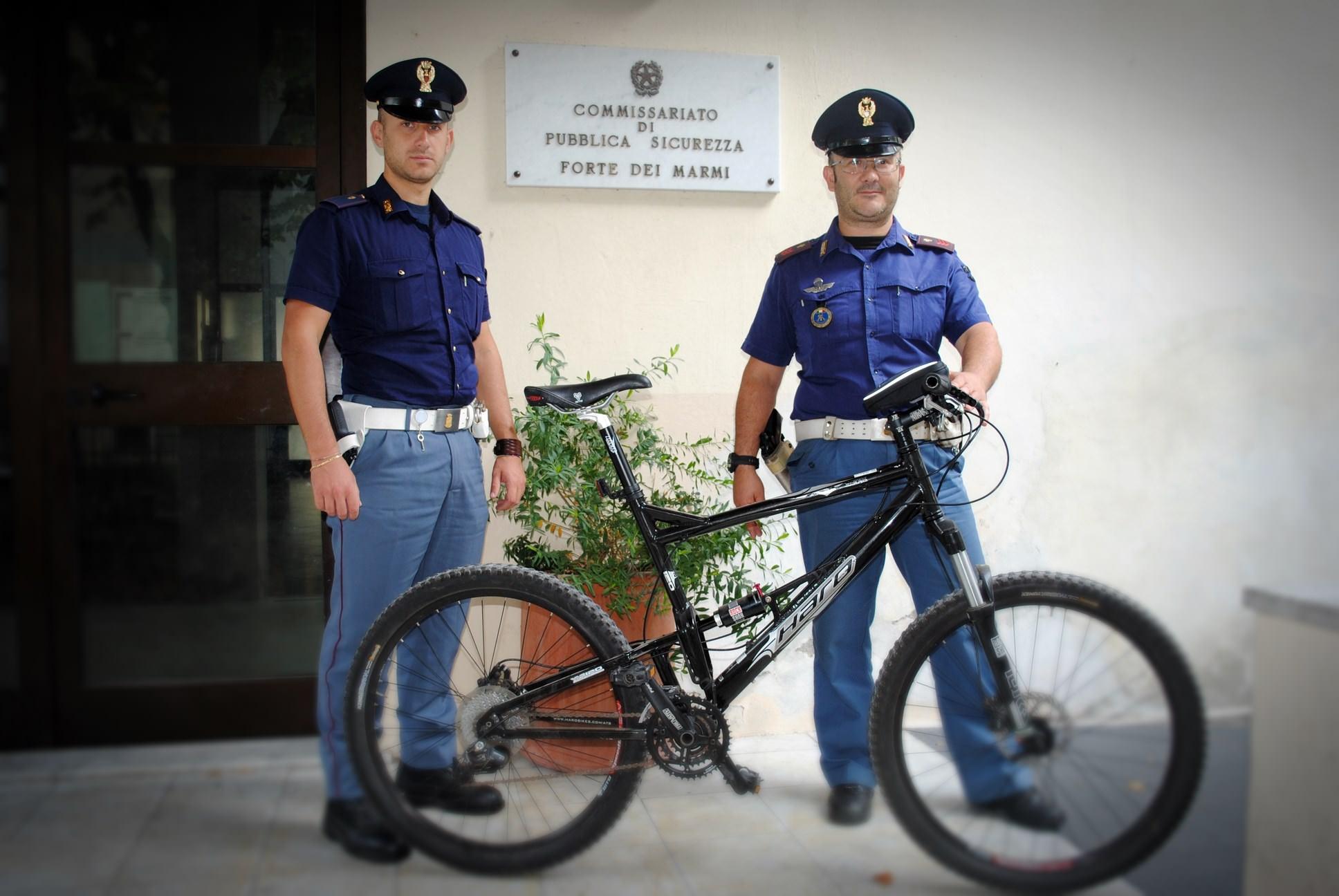 Ruba una bici dal parcheggio di uno stabilimento balneare. Arrestato