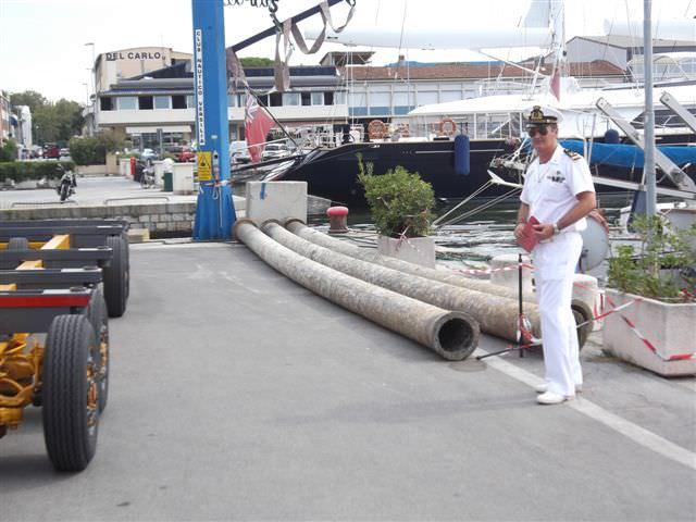 Rinvenuti i tubi semigalleggianti: appartengono a un'azienda di Marina di Pisa