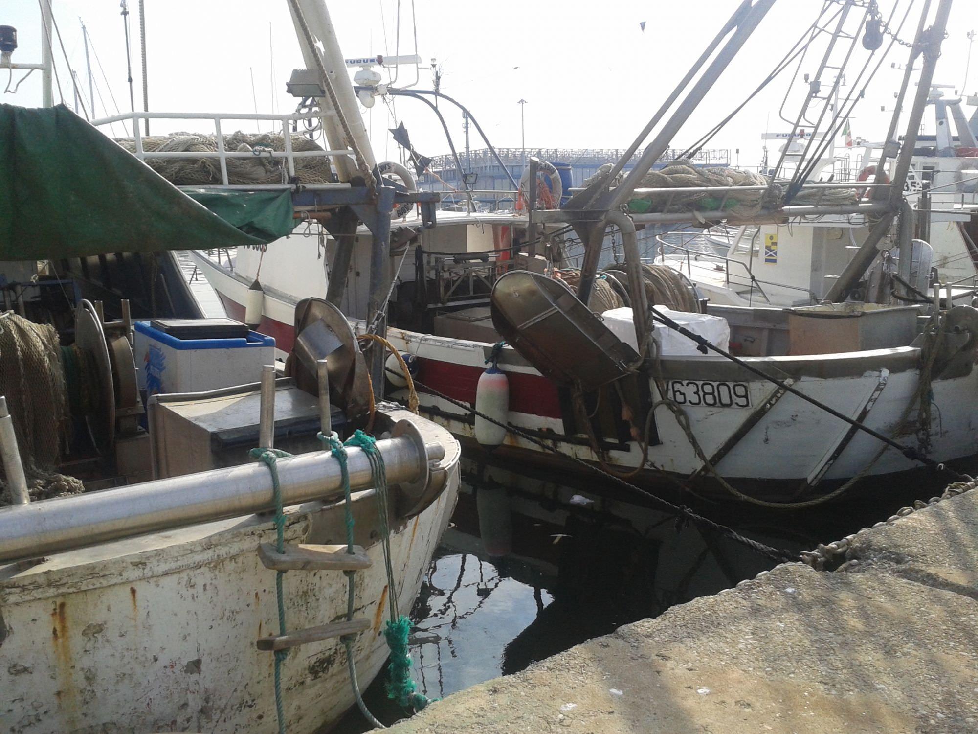 Strascico e volante, fermo pesca fino al 18 ottobre 2015