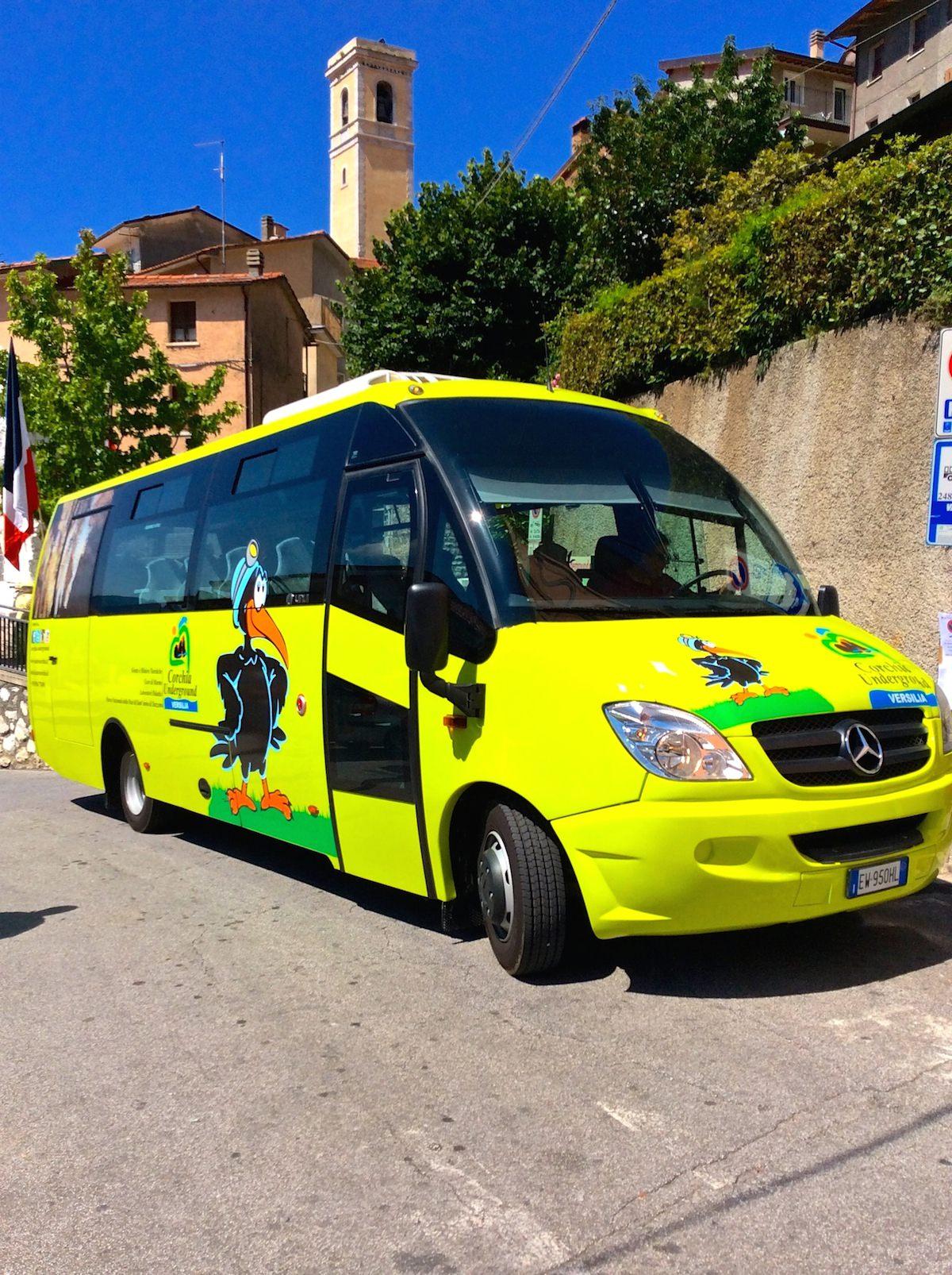 In bus navetta all'Antro del Corchia