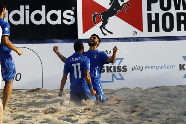 Beach soccer, i viareggini d'Italia domano i leoni d'Inghilterra