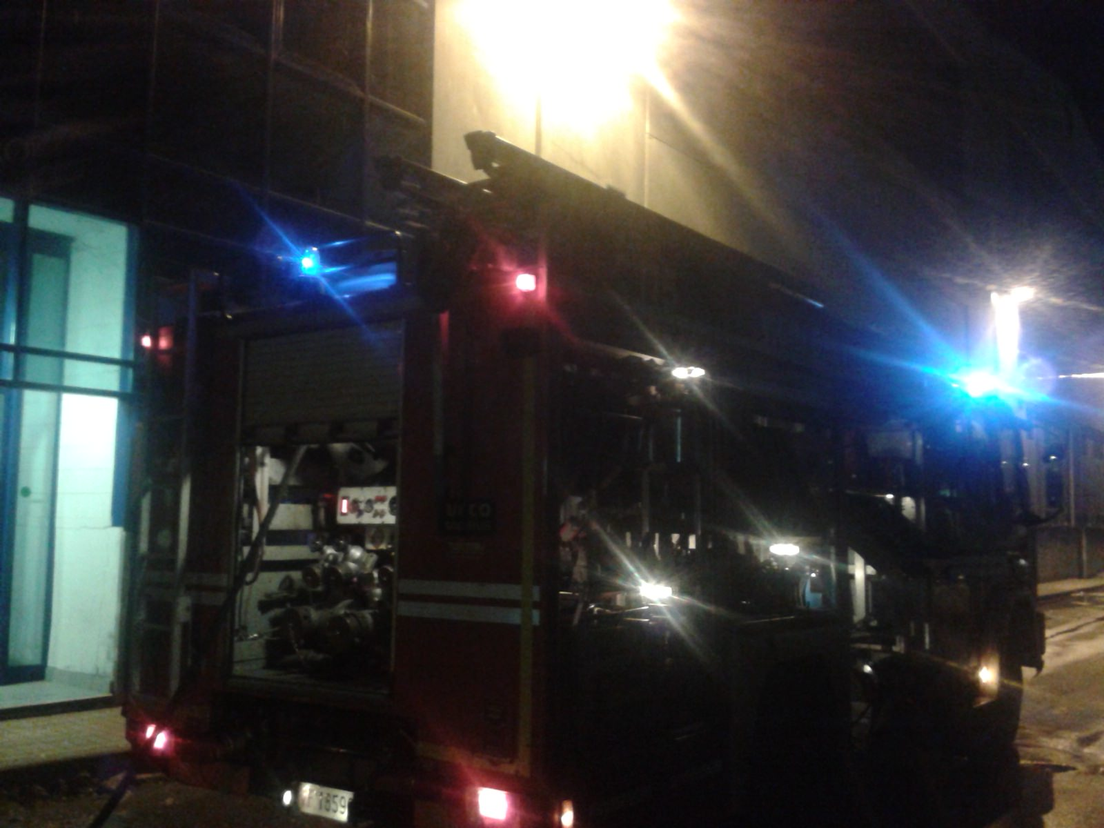 Incendio al cantiere San Lorenzo. Danneggiati alcuni pannelli