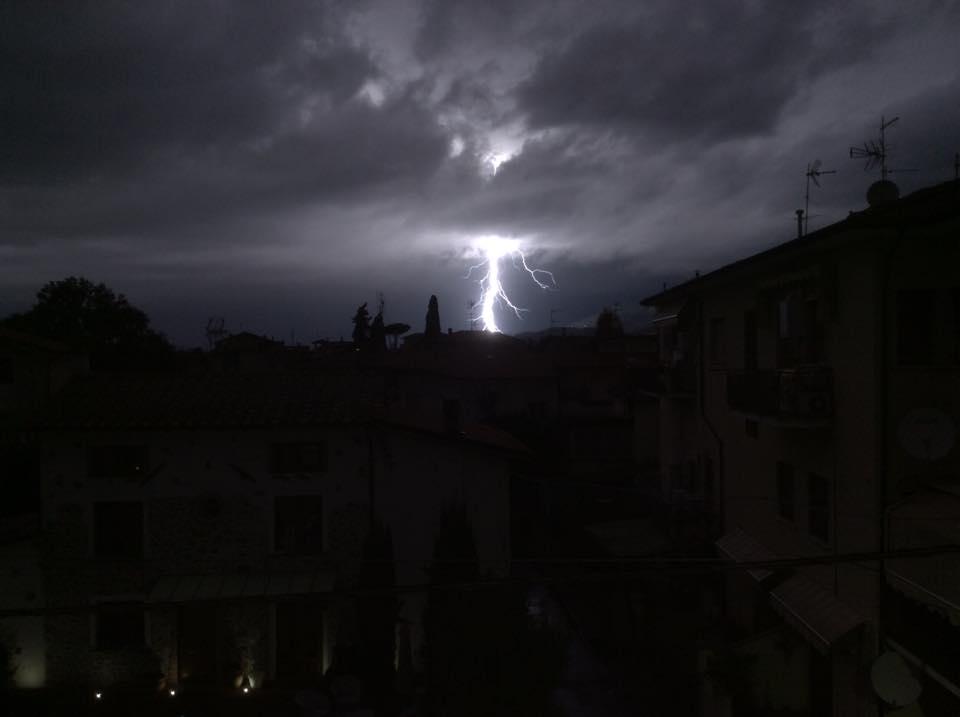Tempesta di fulmini in Versilia (le foto)