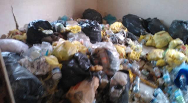 Trasporto illegale di rifiuti: due denunce ed un furgone sequestrato