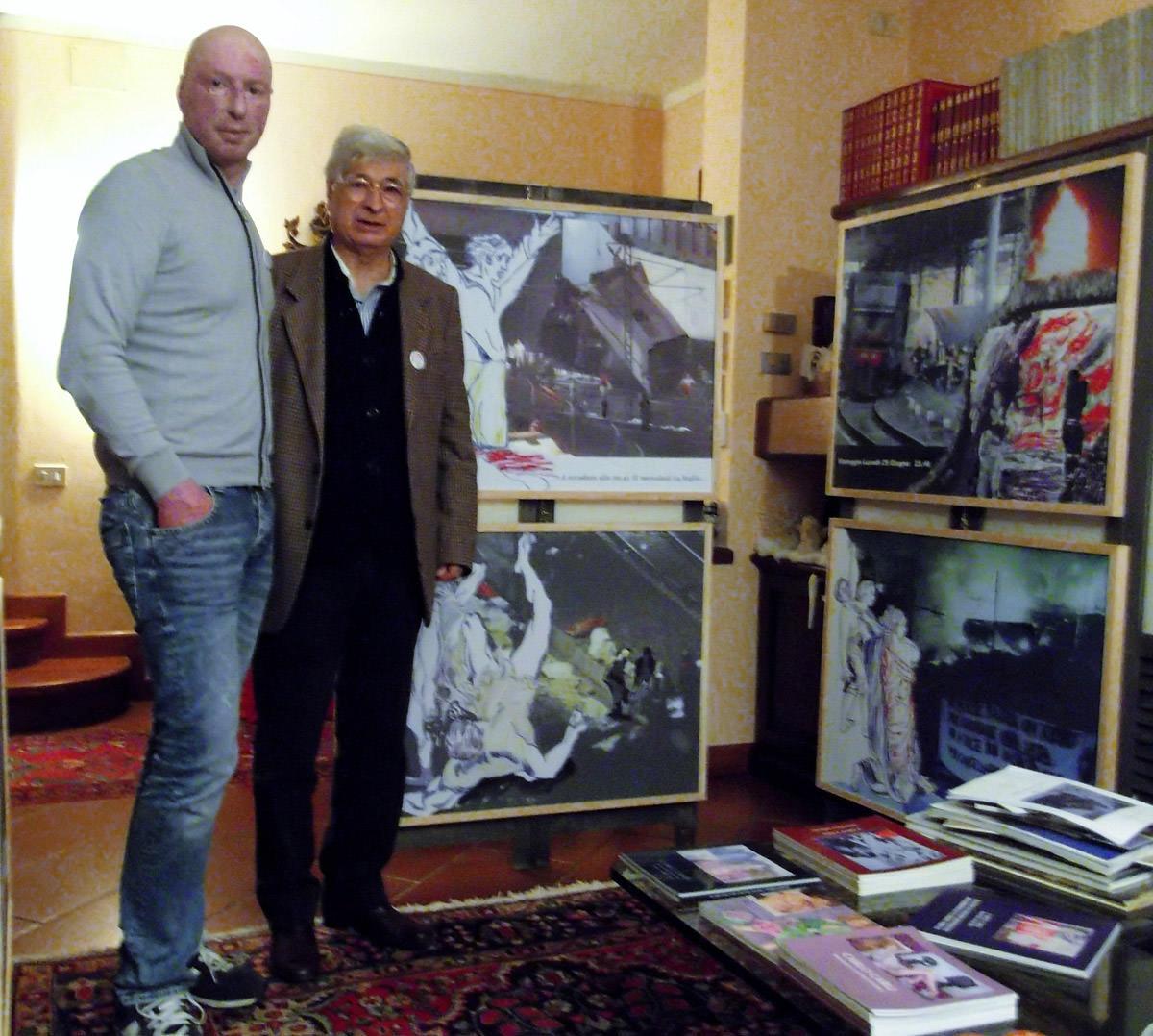 Marco Piagentini in visita alla mostra di Carlo Carli sulla strage del 29 giugno