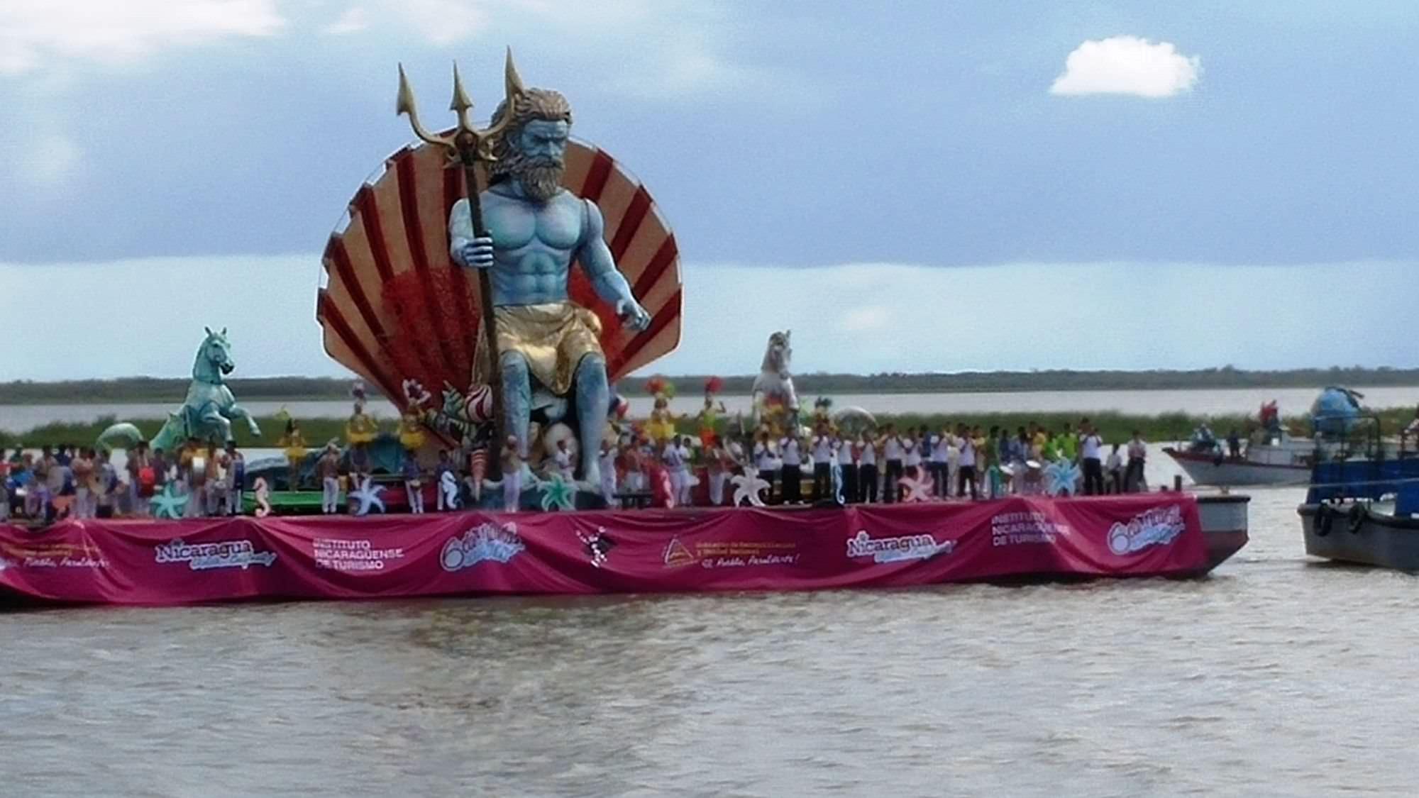 Il grande Nettuno dei fratelli Bonetti protagonista al Carnevale acquatico di San Carlos. Sempre più stretta la collaborazione tra Viareggio e Nicaragua