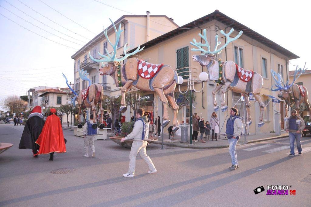 Natale a Carnevale a Forte dei Marmi tra Burlamacco e Ondina e la mascherata di Luca Bertozzi