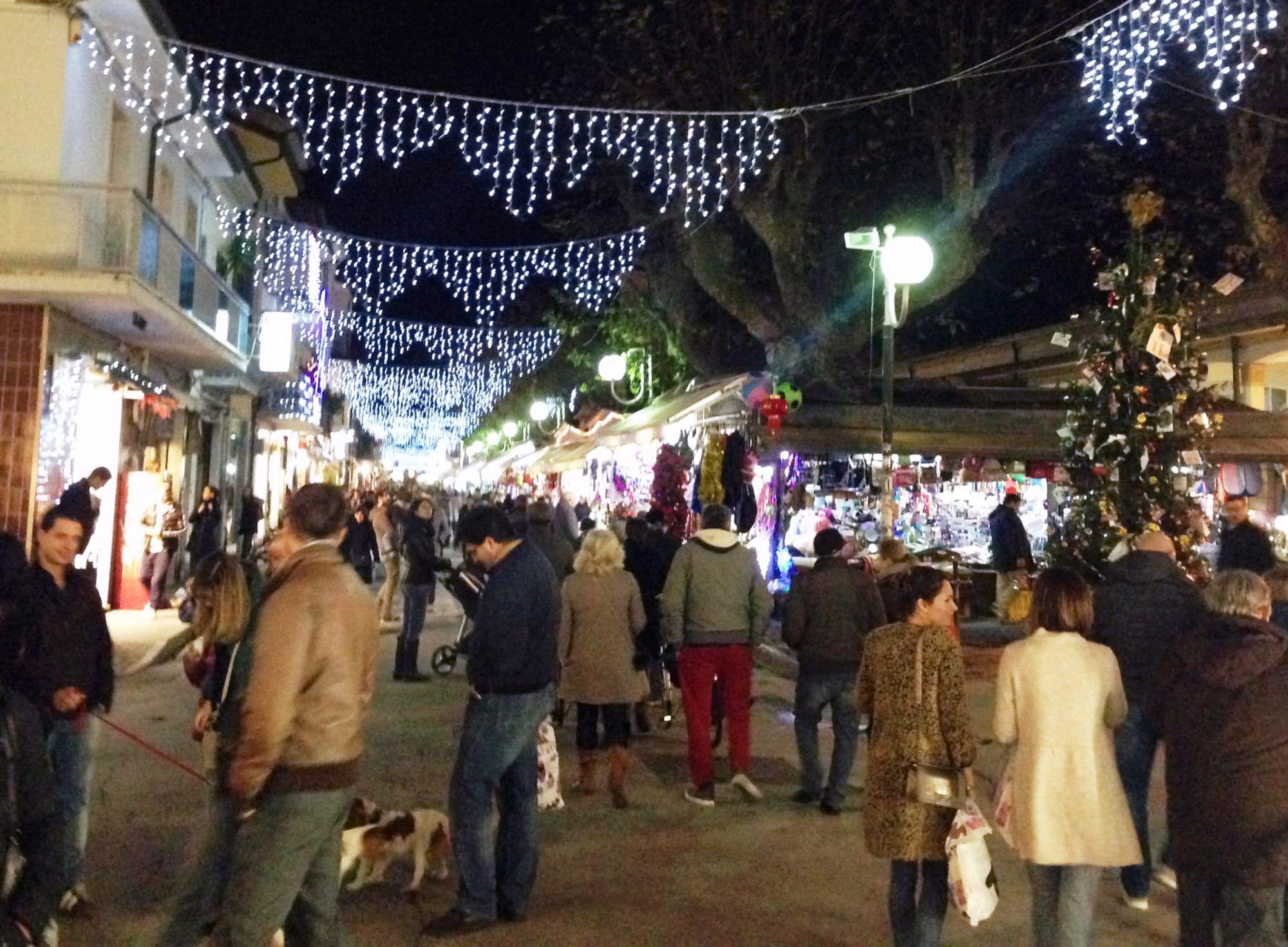 """Luci di Natale accese a Viareggio. """"Un segnale per la città"""""""
