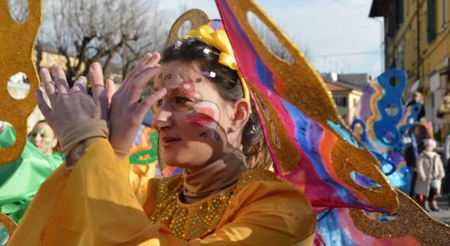 Carri e mascherate del Carnevale a Pietrasanta. Primo corso a rischio pioggia