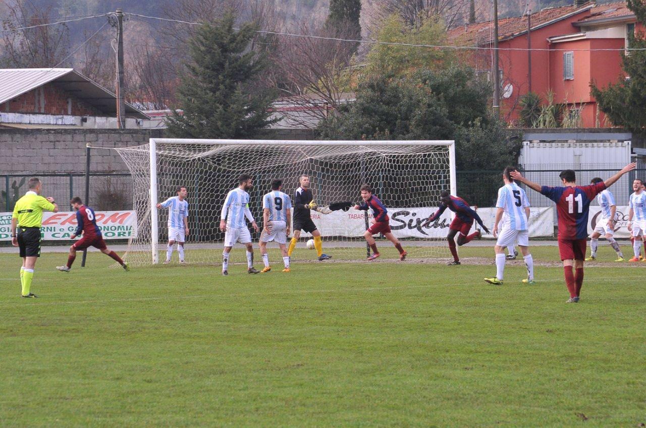 Il Pietrasanta vince in rimonta il derby col Camaiore