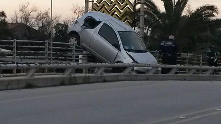 "Era ubriaco l'autore del parcheggio ""creativo"" al ponte del Fosso Motrone"