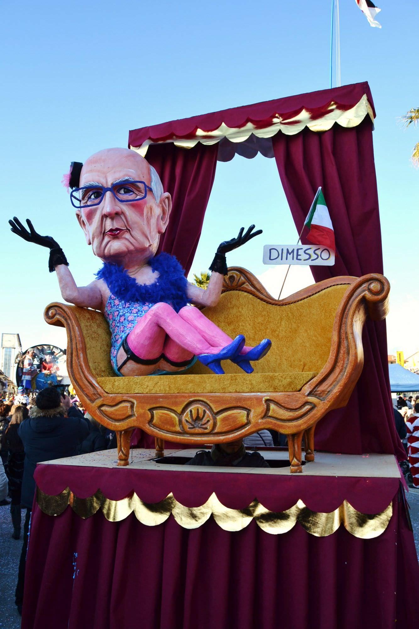Carnevale le mascherate isolate e di gruppo rimangono ai for Gruppi politici italiani