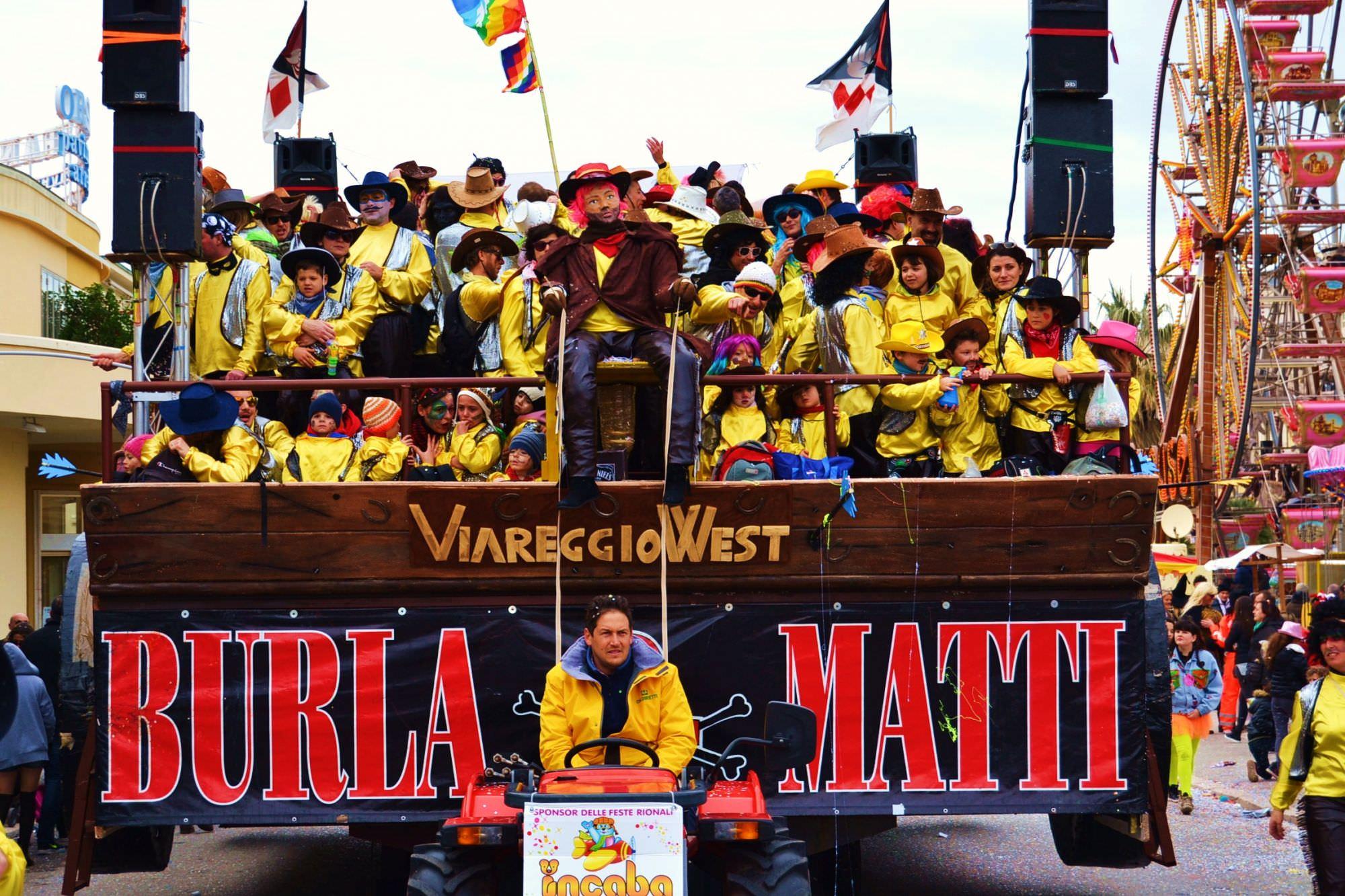 I Burlamatti svelano la carretta per il Carnevale di Viareggio 2016