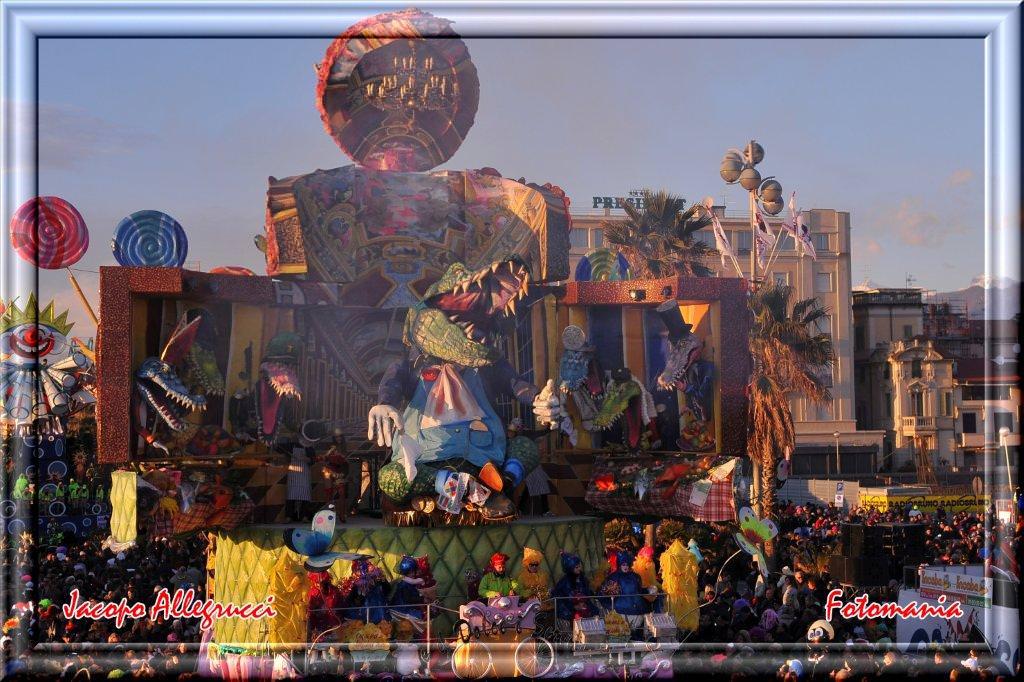 Carnevale Viareggio 2015, le costruzioni di seconda categoria viste da FotoMania
