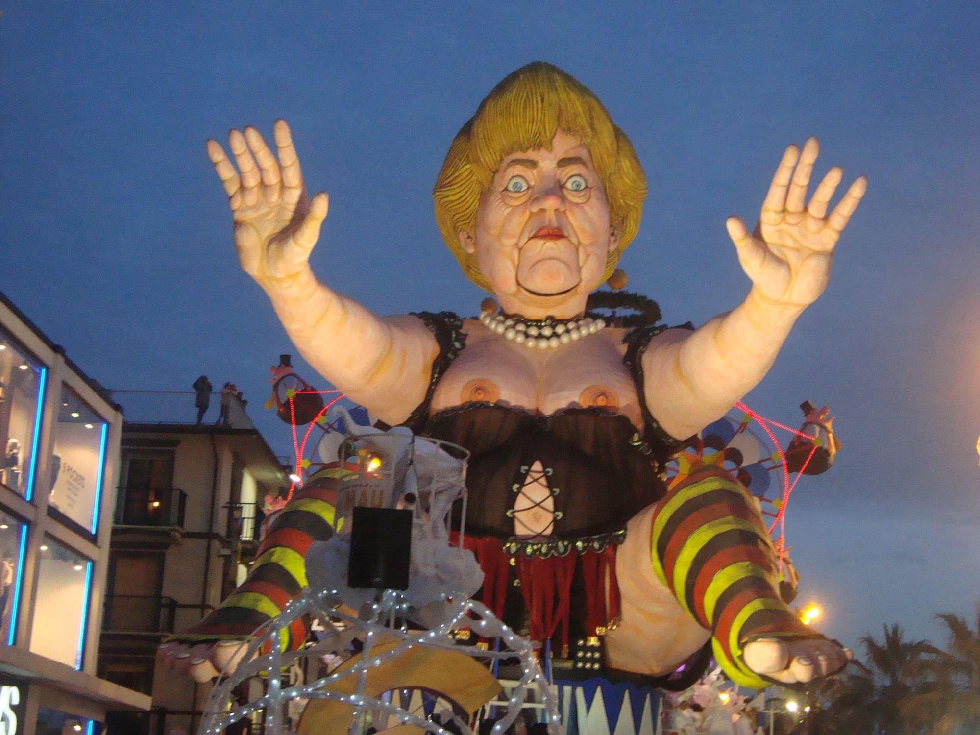 A Valencia primo incontro tra i Carnevali europei, presente anche Viareggio