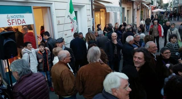 """Inaugurato il comitato elettorale di Poletti: """"Sarà un punto di ascolto per i viareggini"""""""