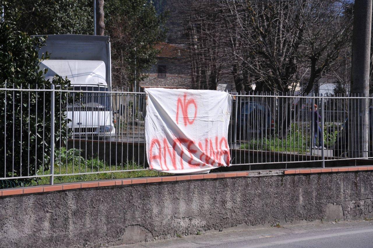 Antenna a Capezzano, parte la protesta (foto)