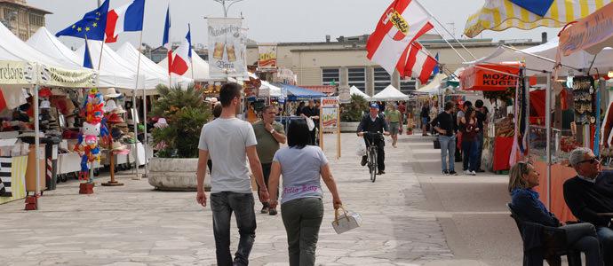"""Torna il """"Mercato Europeo"""" sulla Terrazza della Repubblica a Viareggio"""