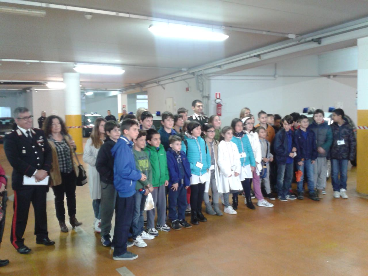 I bambini dell'istituto Giorgio Gaber in visita dai Carabinieri