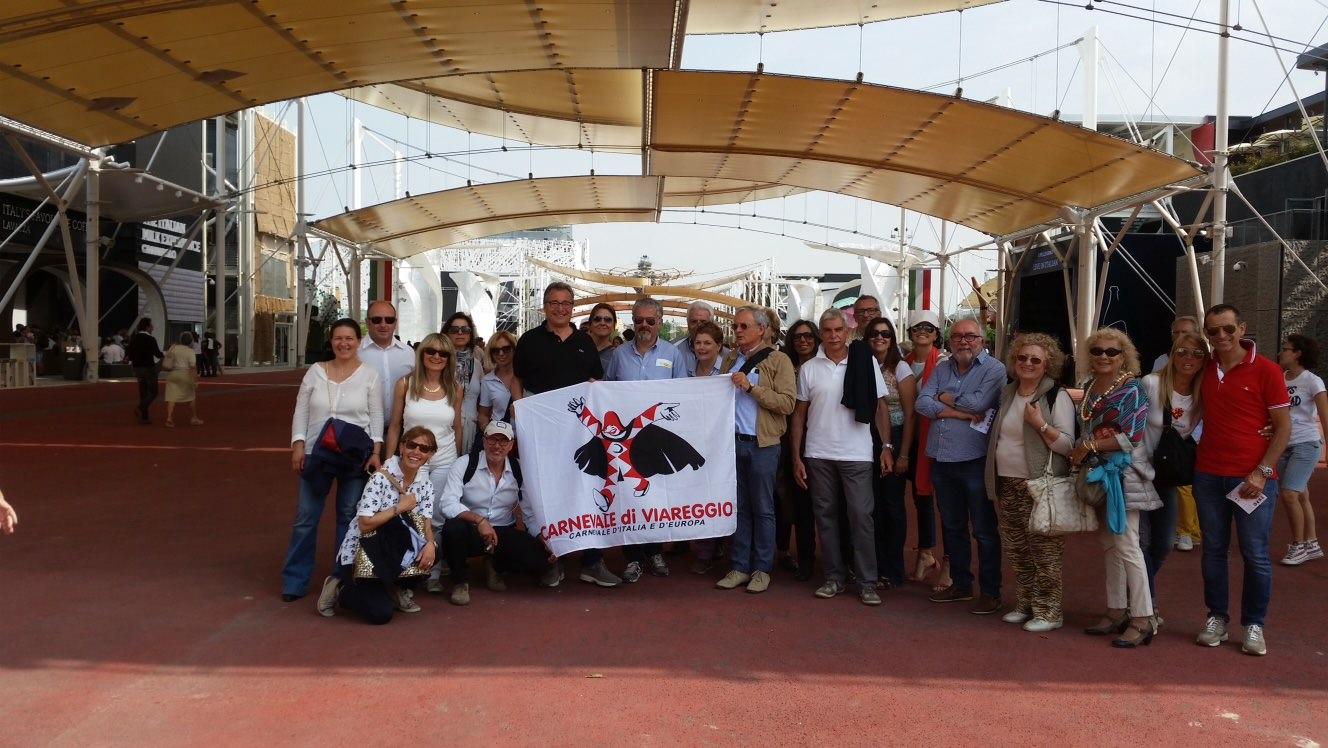 All'Expo 2015 sventola la bandiera del Carnevale grazie ai Lions di Viareggio