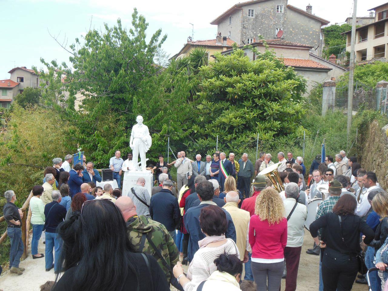 Inaugurato il monumento a Ferruccio Bresciani