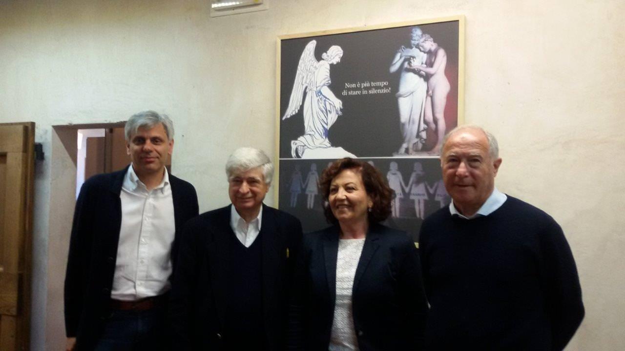 """""""Stop al silenzio delle donne"""" Carlo Carli e l'opera-denuncia contro il femminicidio"""