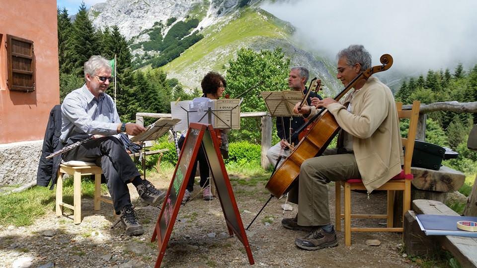 Musica sulle Apuane. Concerti in quota guardando al mare
