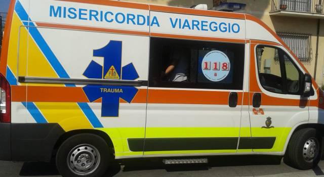 Viareggio, investita mentre attraversava la strada