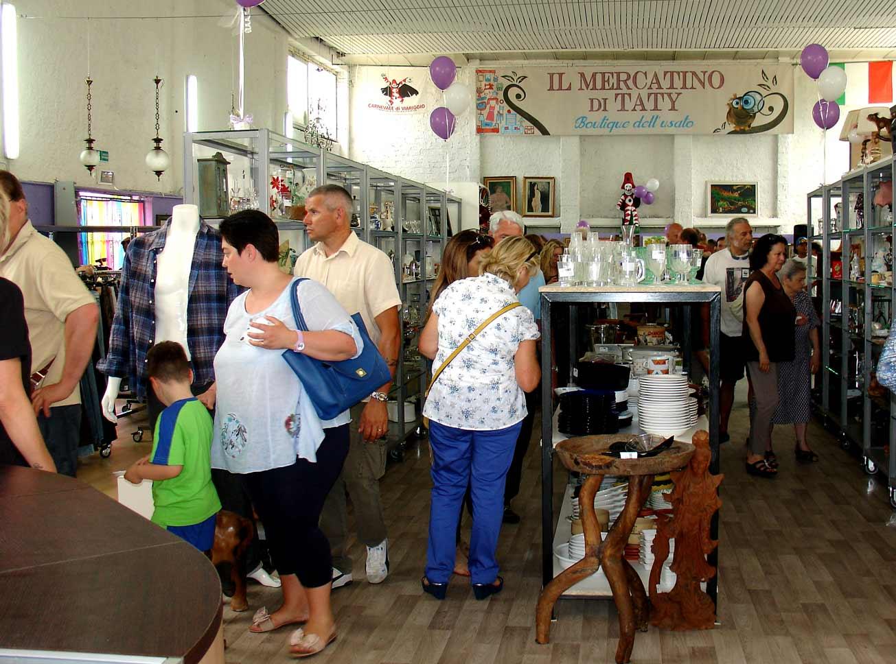 inaugurazione a viareggio del nuovo mercatino di taty