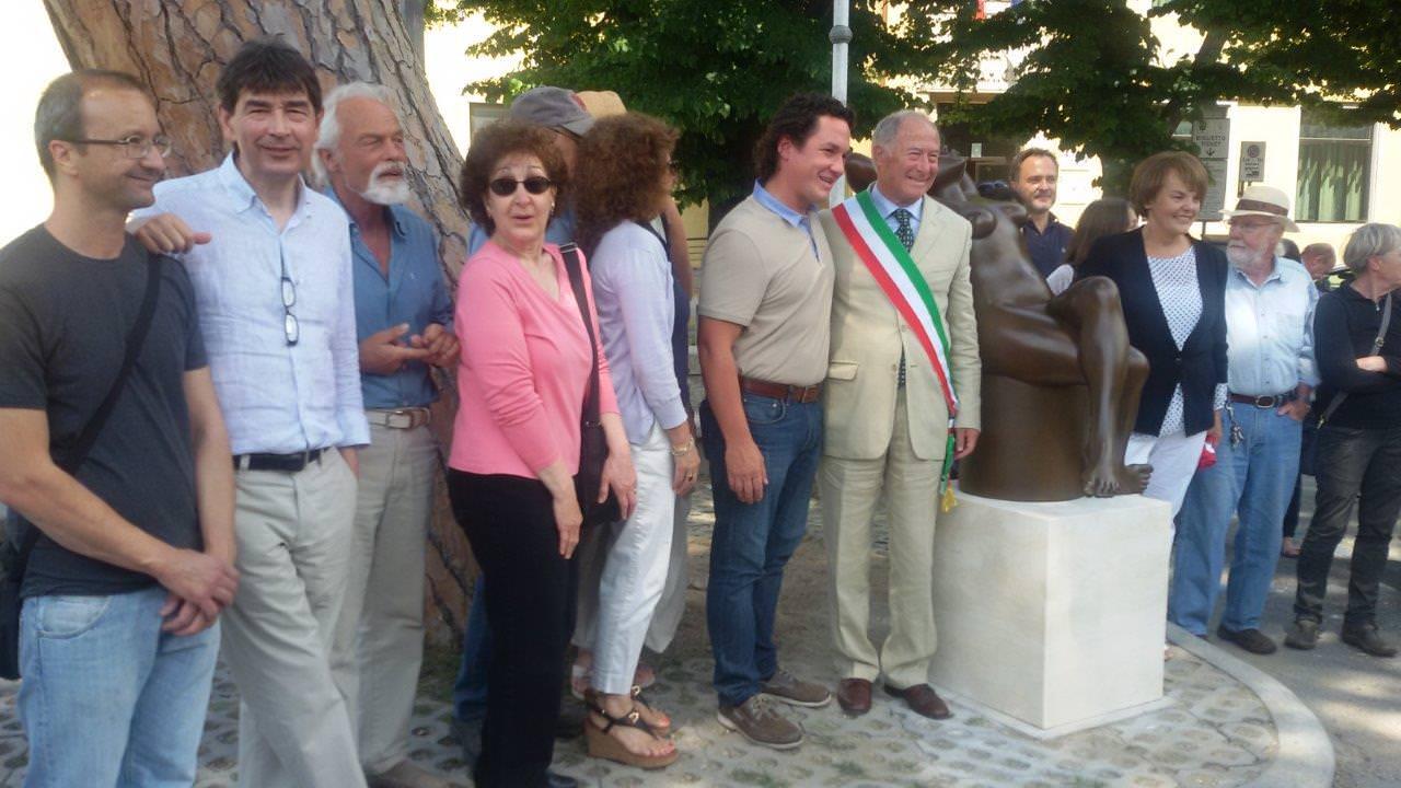 Incontro di artisti all'inaugurazione della statua-omaggio di Maria Gamundi